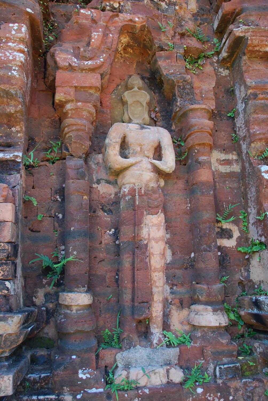 Les statues ont résisté en partie au temps.