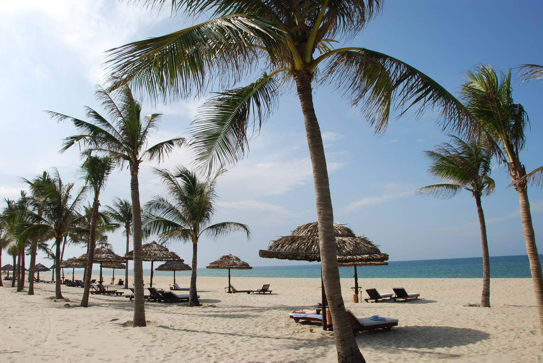 La plage tout près de Hôi An