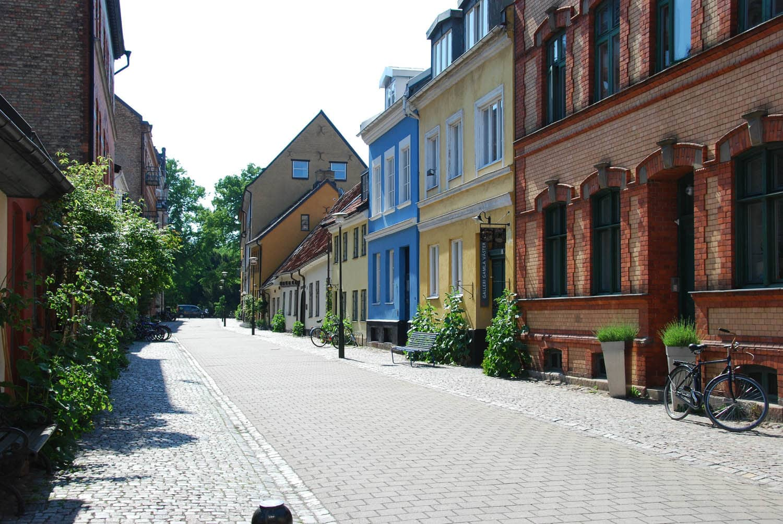 Une rue colorée près du quartier historique