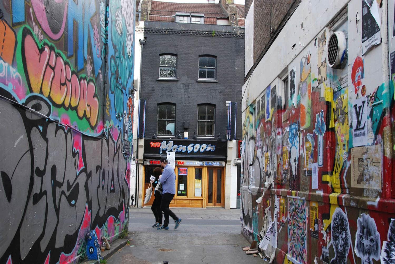 Court s jour londres street art brick lane nathalie 39 s backyard - Quartier shoreditch londres ...